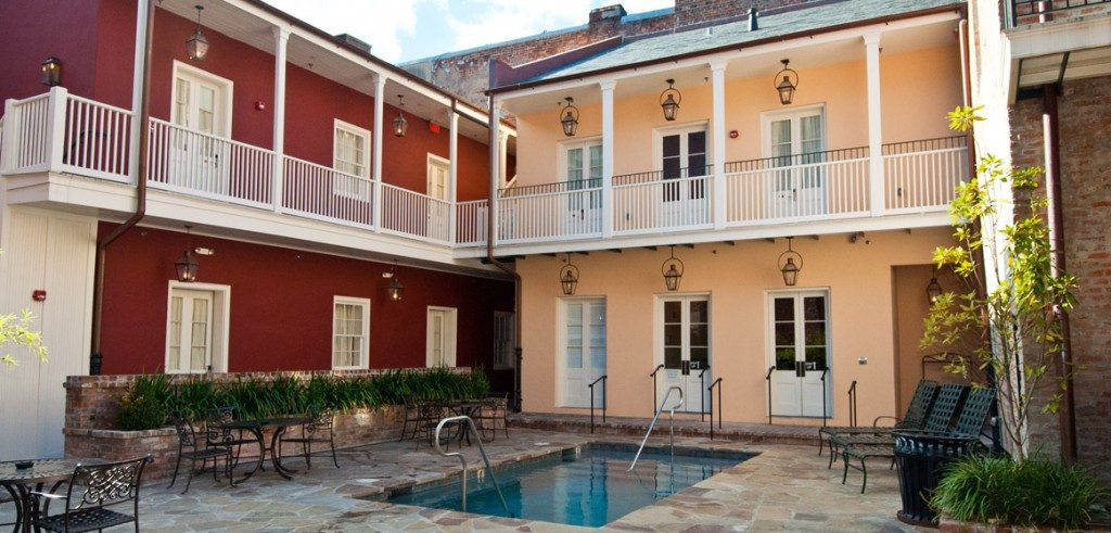 french-quarter-hotel-courtyard-pool